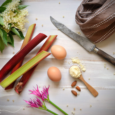 recette gâteau à la rhubarbe fleurs de sureau